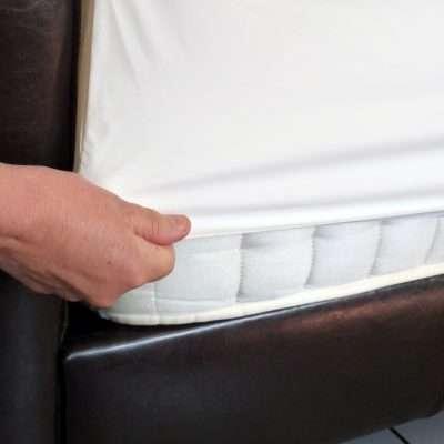 Fitting a waterproof mattress onto a matress