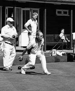 Playing bowls is one activity that is less stressful if you choose correct incontinence pads